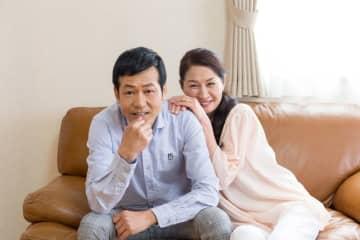鈴木杏樹さん(50歳)と既婚の俳優、喜多村緑郎さん(51歳)の不倫が発覚した。50代同士のカップル。分別もあるだろうに、なぜか「バカップル」と思われるような行動をしてしまうのだ。