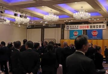 3党の関係者が顔をそろえた連合長崎の新年交歓会=長崎市内