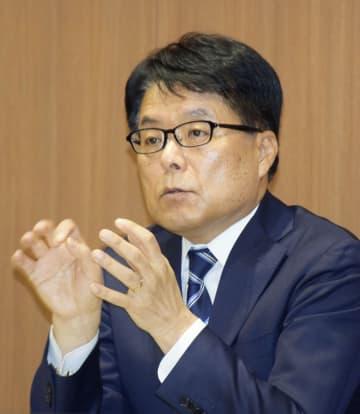 インタビューに答える日本郵政の増田寛也社長