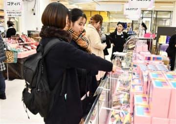 約1500種類の商品が並ぶ売り場=秋田市の西武秋田店