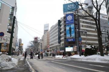 東京五輪の聖火リレーのコースになった札幌駅前通。近隣施設は盛り上がりを期待する=札幌市中央区