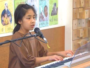 道辻結那さんの姿を追った諫早ケーブルメディアの番組「歌は暗闇を越えて~夢は歌手 盲目の世界に生きる少女」の一場面(同社提供)