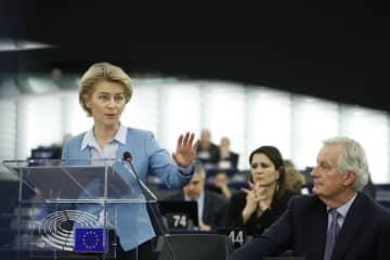 11日、欧州議会で演説するフォンデアライエン欧州委員長=フランス東部ストラスブール(AP=共同)