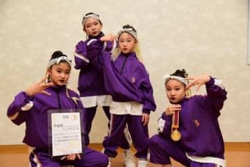 【全国大会で準優勝したY・FACEのメンバー=伊勢市のダンススタジオYDSで】