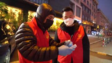イラン人ビジネスマン、感染予防・抑制ボランティアに参加 浙江省義烏市