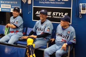 2019年のヤクルトOB戦に出場した野村克也さん(右端)【写真:荒川祐史】