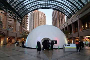 恵比寿ガーデンプレイス センター広場に出現した屋外ドーム(撮影:中山治美)