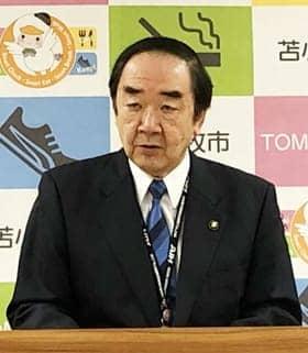新年度予算案を発表する岩倉市長