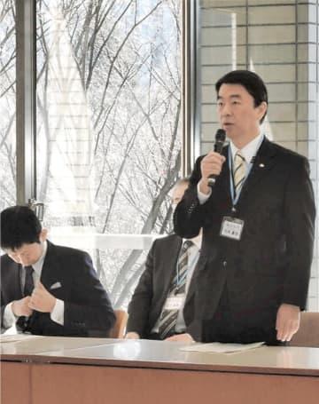 自民議員に宿泊税導入への理解を求める村井知事