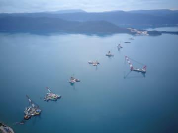 クロアチアの海上大橋プロジェクト 海上施工始まる