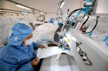 防護服メーカー、生産に全力 河北省寧晋県