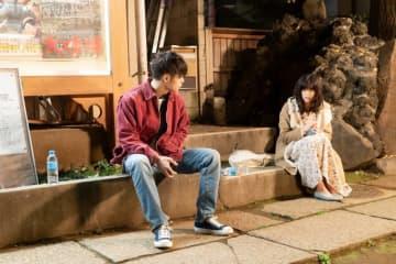 『初恋』窪田正孝&小西桜子の2ショット場面写真、バレンタインに併せて独占解禁!