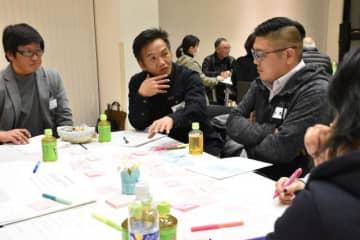 「子育てしやすい町」をテーマに議員と意見を交わす住民