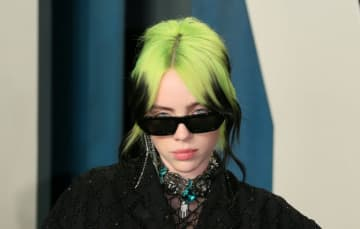 Billie Eilish has unveiled her epic James Bond theme tune to rapturous online reception.