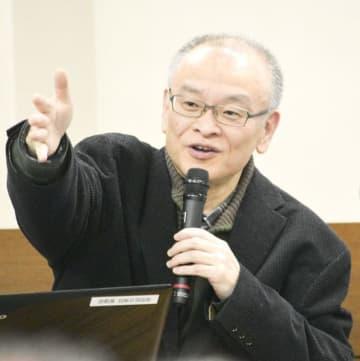 【講演する大橋さん=尾鷲市上野町の市立尾鷲総合病院で】