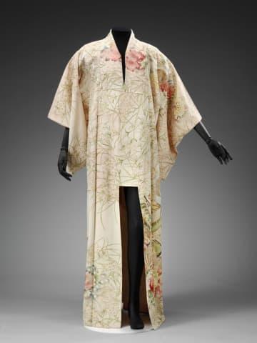 ロンドンのビクトリア・アンド・アルバート博物館(V&A)で初公開されるフレディ・マーキュリーさん愛用の着物(V&A提供、英PA通信=共同)