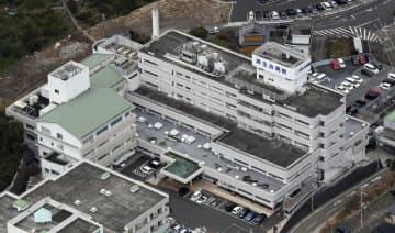 新たに別の医師も新型コロナウイルス感染が確認された済生会有田病院=14日午前、和歌山県湯浅町(共同通信社ヘリから)