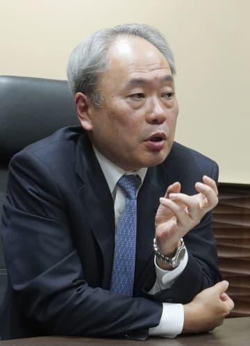 インタビューに応じるパナソニックの社外取締役を務める冨山和彦