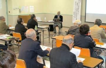 大庭事務局長を招いて開かれた講演会