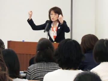 社会出て必要な英語力の習得へ ECC講演会
