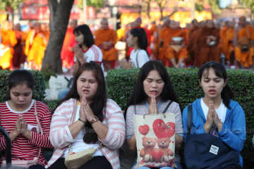 Residents in Nakhon Ratchasima on Saturday take part in a merit-making ceremony for the victims of the mass killing at the Terminal 21 shopping mall. (Photo by Apichart Jinakul)
