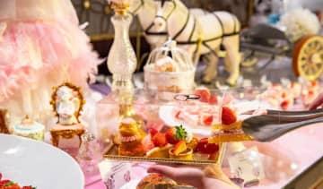 ヒルトン東京のビュフェスイーツ1800円でお持ち帰り! イチゴ好きさん必見ですよ。