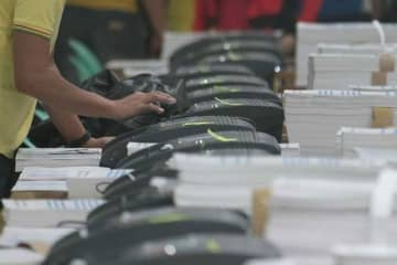 Comelec eyes 2 million Pinoy voters overseas