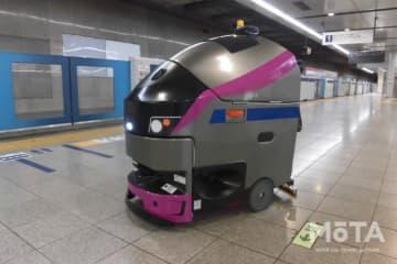 京王線新宿駅に導入されたロボット床面洗浄機 EGrobo(イージーロボ)