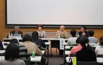 ギャンブル依存症当事者の家族への支援策などを議論したセミナー=長崎市立図書館
