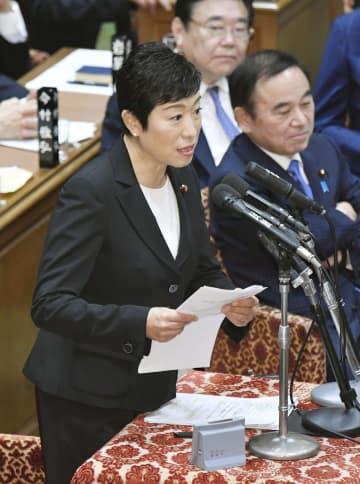 衆院予算委で質問する立憲民主党の辻元清美氏=17日午前