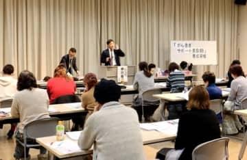がん患者に寄り添ったサービスを美容師が学んだ講習会=16日、新潟市東区