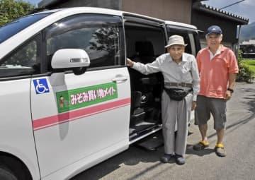 有志ボランティアによる高齢者の買い物送迎が人気だ。みそみ地区では約80人が利用している=2019年7月、福井県若狭町井崎