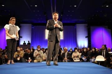 党大会にあたる「立憲フェス」で対話集会に臨んだ枝野幸男代表。参加者からは消費税に関する質問も出た