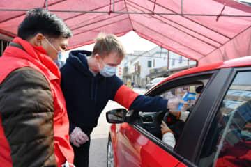 新型肺炎との闘いに挑む外国人ボランティア 浙江省
