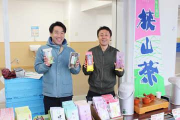 さやま茶バーガーなど県内グルメ販売、浦和競馬場で催し 21日まで 来場客も興味