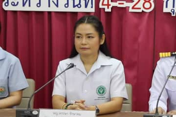 Dr Hansa Raksakhom, director of Office of Disease Prevention and Control 6, announces the present status of the 138 returnees from Wuhan city, at Sattahip naval base in Chon Buri province on Tuesday. (Photo by Chaiyot Pupattanapong)