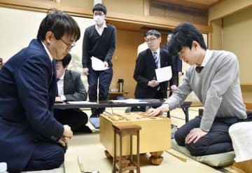 将棋、藤井七段が羽生九段を破る 王位戦リーグ白星発進 画像