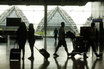 Travellers are seen at Suvarnabhumi airport. The Public Health Ministry's new travel advisory for Japan and Singapore is sparking concern among Thai tourists. (Bangkok Post photo)
