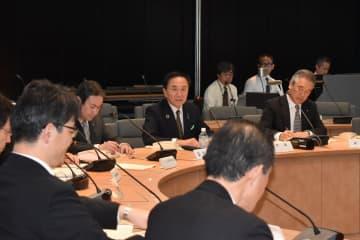 黒岩知事(中央)も出席して開かれた危機管理対策会議=県庁