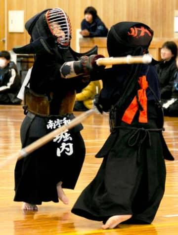日ごろの練習の成果を出し合った深浦少年剣道大会
