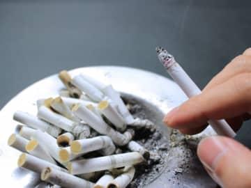 「タバコは休憩中吸うべき」という声も