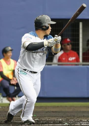 広島との練習試合で二塁打を放つ日本ハム・近藤=名護