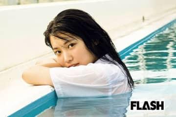 モデル・古田愛理、自分の名前入りうちわに感動「エモい!」