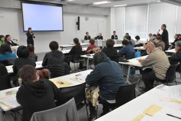 福祉施設の担当者や民生委員らが参加した「災害時の障害者避難を考える会」=水戸市中央