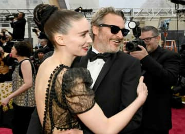 HOLLYWOOD, CALIFORNIA - FEBRUARY 09: (L-R) Rooney Mara and Joaquin Phoenix attends the 92nd Annual Academy Awards at Hollywood and Highland on February 09, 2020 in Hollywood, California.