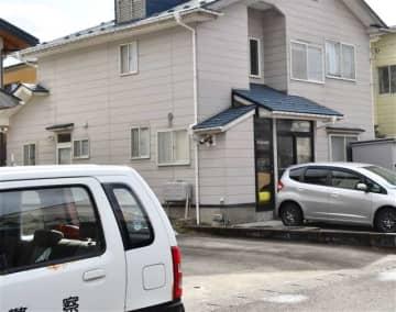 2人が搬送された現場の民家=由利本荘市石脇字中浜