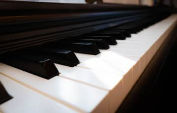 「タケモトピアノCM」が流れまくった夜 6分番組で5回、何が起きた 画像