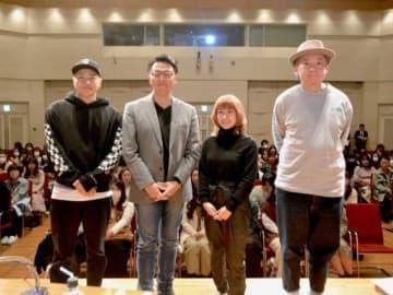 (左から)小森隼、井上高志さん、IMALUさん、鈴木おさむ