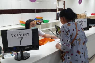 The Internal Trade Department is scheduled to post the prices of 300 medical services on the department's website later this month. (Photo by Chinnawat Singha)