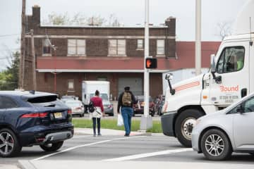 Pedestrian crossing on Route 440 at 22nd Street in Bayonne. (Reena Rose Sibayan | The Jersey Journal) (Reena Rose Sibayan | The Jersey Journal/)